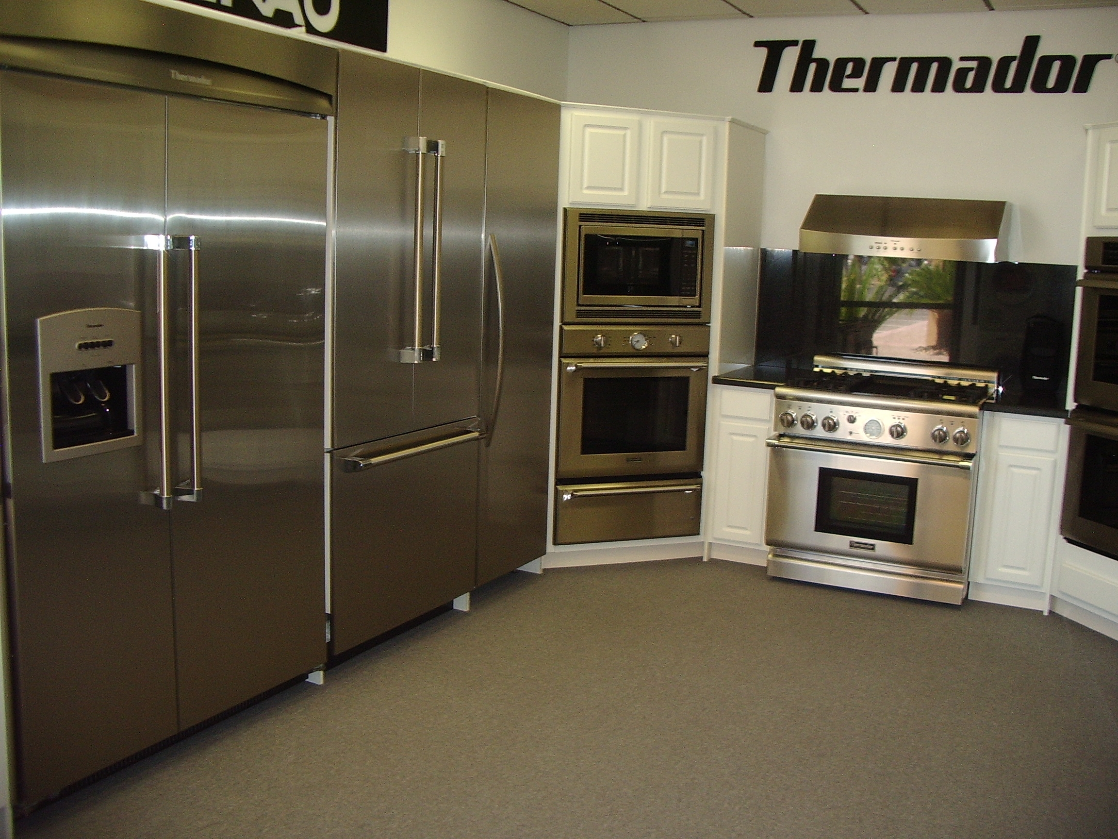 Pinnacle Appliance Showroom